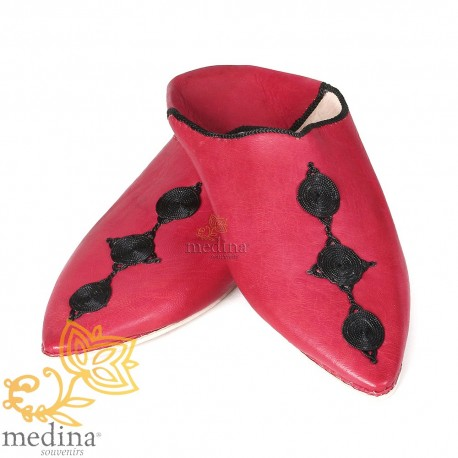 Slipper of Fez red pointed toe and silk embroideries
