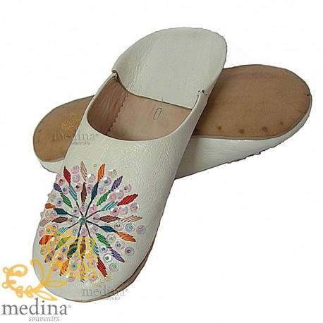 White woman rafia leather slippers