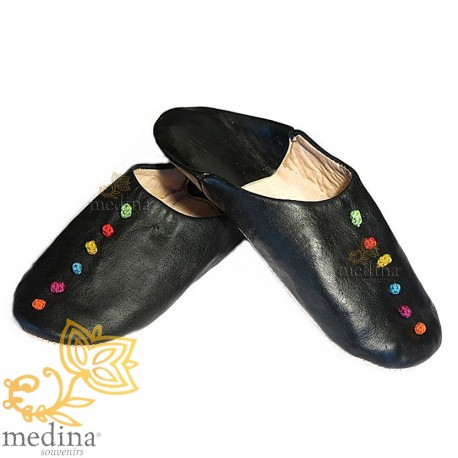 Rosa, in black leather and trimmings of silk slipper slipper