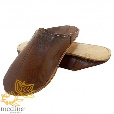 Brown traditional slipper, slipper round out Marrakech